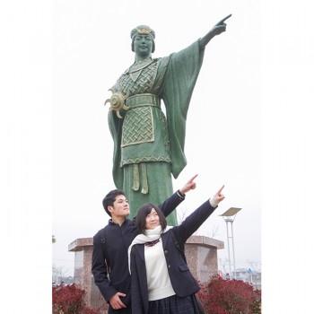 神埼駅の卑弥呼像