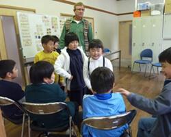 英語クラブの生徒と先生