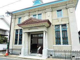 正面からの旧古賀銀行神埼支店